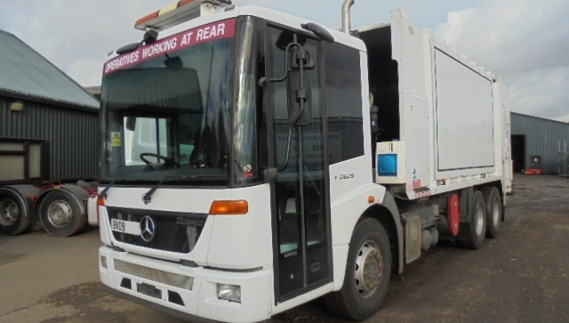 FOR SALE: 2009 YEAR MERCEDES ECONIC REFUSE VEHICLE WITH SEMAT BODY AND TERBERG LIFT