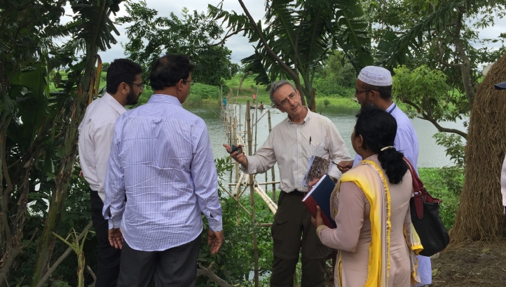 Mott MacDonald team leader (third from left), briefs Dhaka officials on potential resettlement issues relating to a proposed new water treatment plant