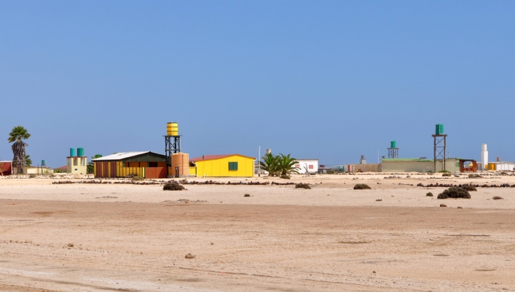 The desalination plant is located north of the desert town Wlotzkasbaken, on the South Atlantic