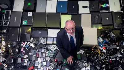 Hoarding old gadgets 'preventing circular economy shift' and 'spurring rare mineral shortages'