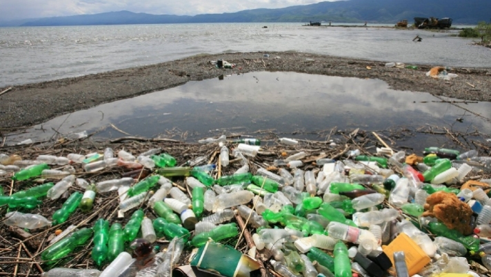 <p>At least 2 billion people around the world do not have their rubbish collected</p>