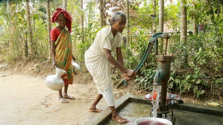 Pictured: Women use water for washing equipment at Goolni Tea Estate in Sylhet. Photo: Abir Abdullah/WaterAid
