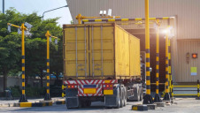 X-raying goods vehicles at Kerem Shalom commercial crossing between Israel and Palestine