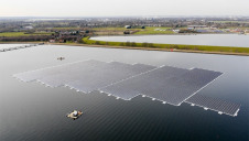 Pictured: A floating solar array on Thames Water's Queen Elizabeth II reservoir in Walton on Thames. Image: Thames Water