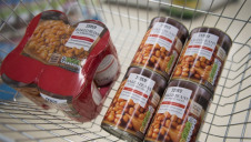 Tesco currently sells 183,000 tin multipacks daily, most of which are housed in plastic shrinkwrap