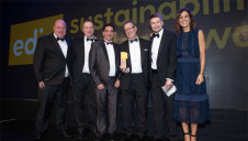 Pictured: The Energy Saving Trust's Luke Redfern (second right) and compere Julia Bradbury presenting the DPD team with the award