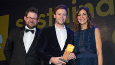Pictured: UKRI's Mike Pitts (left) and compere Julia Bradbury present Powervault with the award