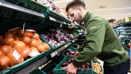 Tesco is the latest supermarket to trial packaging-free fresh produce in a bid to cut back on plastic waste